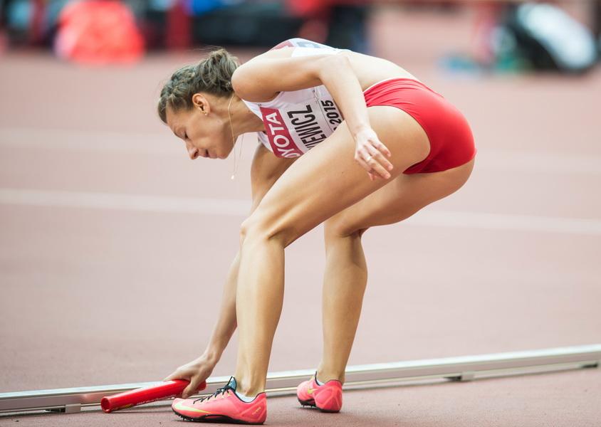 Polska sztafeta 4 x400 m po zgubieniu pałeczki na MŚ w lekkoatletyce w Pekinie. Fot. Tomasz Więcławski