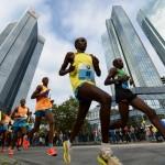 epaselect epa04464323 Competitors in action during the Frankfurt Marathon race in Frankfurt , Germany, 26 October 2014.  EPA/Roland Holschneider  Dostawca: PAP/EPA.