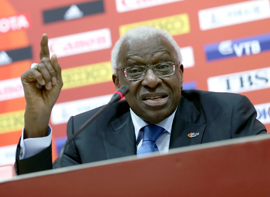 Outgoing IAAF leader Lamine Diack of Senegal attends a press conference during the Beijing 2015 IAAF World Championships at the National Stadium, also known as Bird's Nest, in Beijing, China, 30 August 2015. Photo: Michael Kappeler/dpa  Dostawca: PAP/DPA.