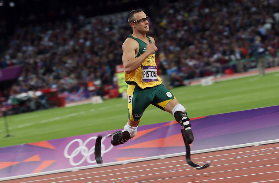 South Africa's Oscar Pistorius competes in the Men's 400m Semi Final during the London 2012 Olympic Games Athletics, Track and Field events at the Olympic Stadium, London, Britain, 05 August 2012. Photo: Michael Kappeler dpa +++(c) dpa - Bildfunk+++ Dostawca: PAP/DPA.