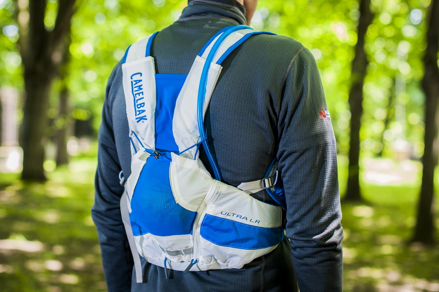 Plecak z kamizelką od Camelbak. Fot. Piotr Dymus