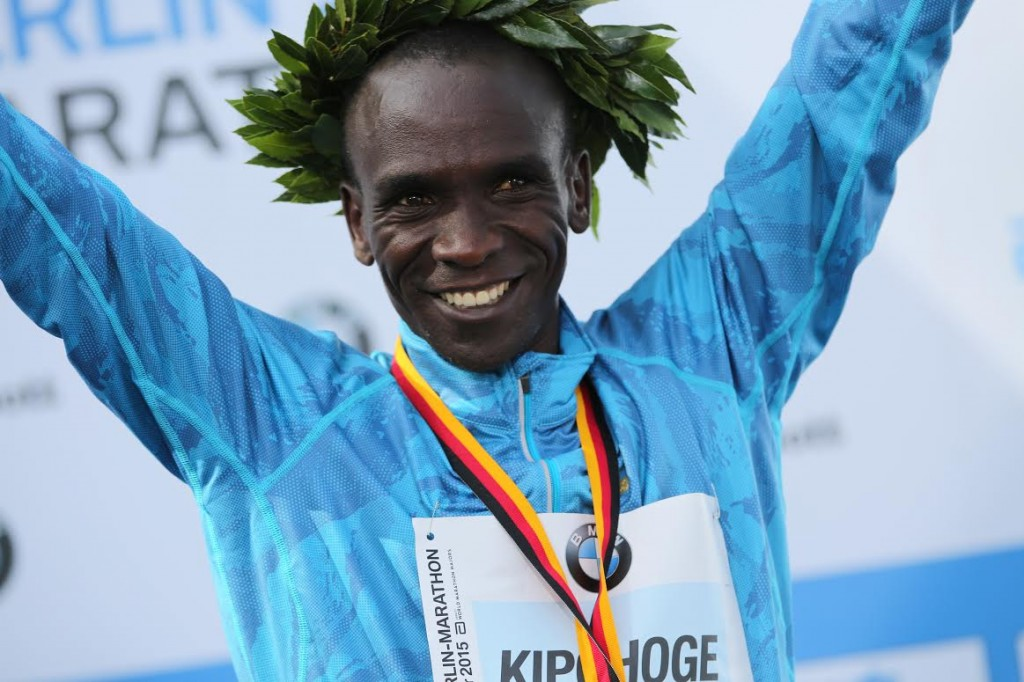 STRASSE DES 17 JUNI, BERLIN, GERMANY - 2015/09/27: Eliud Kipchoge celebrates his victory during 42nd Berlin Marathon. (Photo by Simone Kuhlmey/Pacific Press/LightRocket via Getty Images)