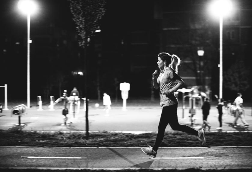 Samotny biegajacy rodzice iStock_000062821154_Small