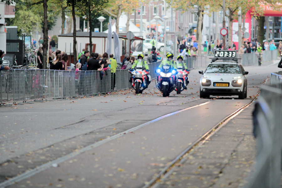 the_lead_car_at_the_2014_amsterdam_marathon
