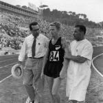 Murray Halberg po biegu na 5000 m na Igrzyskach Olimpijskich w Rzymie. Fot. Allsport Hulton/Archive/Getty Images