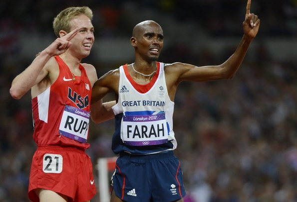 epa03341939 Mohamed Farah (R) of Britain celebrates with Galen Rupp of the US after winning the men's 10000m final during the London 2012 Olympic Games Athletics, Track and Field events at the Olympic Stadium, London, Britain, 04 August 2012. Galen Rupp placed second.  EPA/JOHN MABANGLO EDITORIAL USE ONLY Dostawca: PAP/EPA.