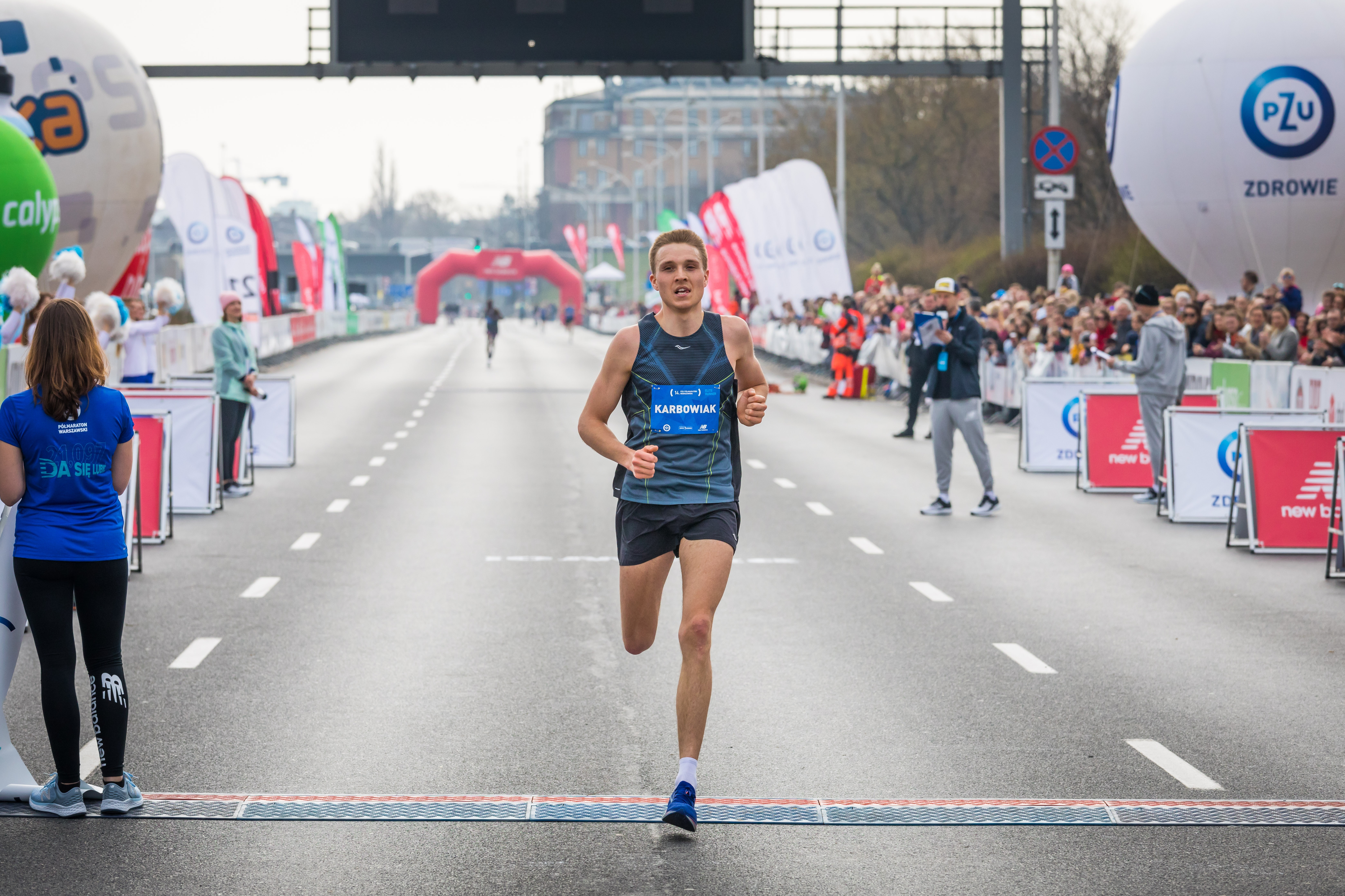 fot: Arkadiusz Ziolek/ East News. Warszawa, 14. PZU Polmaraton Warszawski 31.03.2019. n/z Meta i konaczacy bieg Kamil Karbowiak.